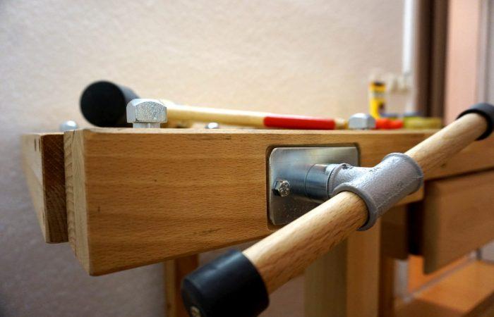 Werkbank für Holz- und Steinbearbeitung